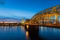 Hohenzollernbrücke in Köln zur blauen Stunde