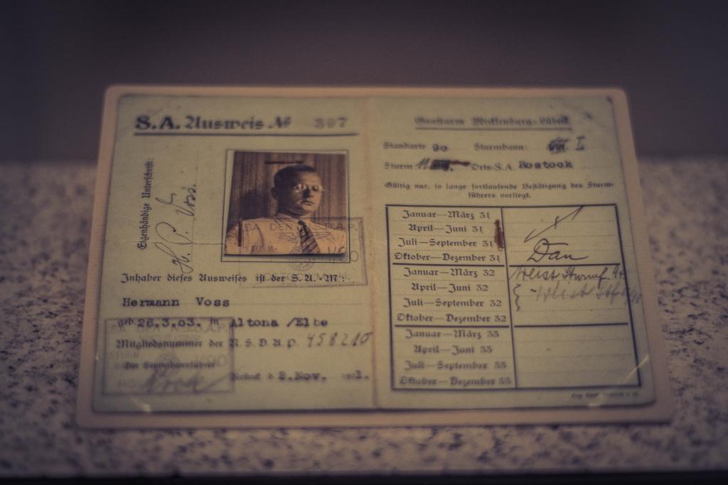 SA-Ausweis im Deutschen Historischen Museum