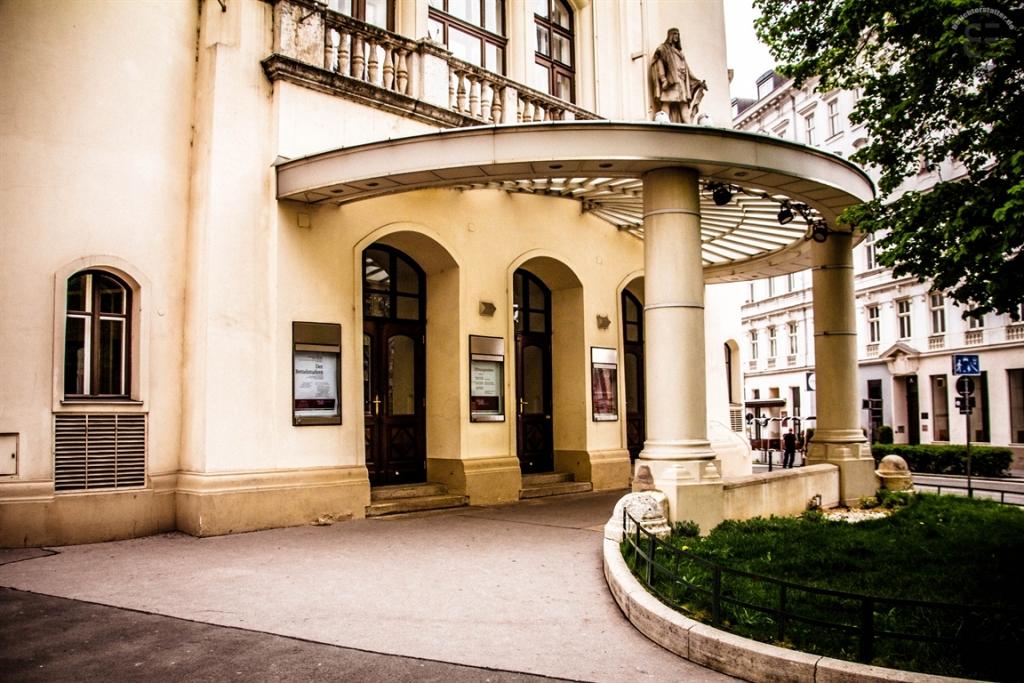 Eingang Volksoper Wien