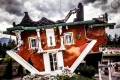Haus steht Kopf in Terfens (Tirol. Österreich)