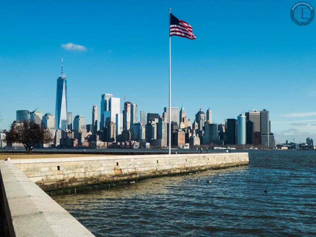 New York City 2019: Financial District von Ellis Island aus
