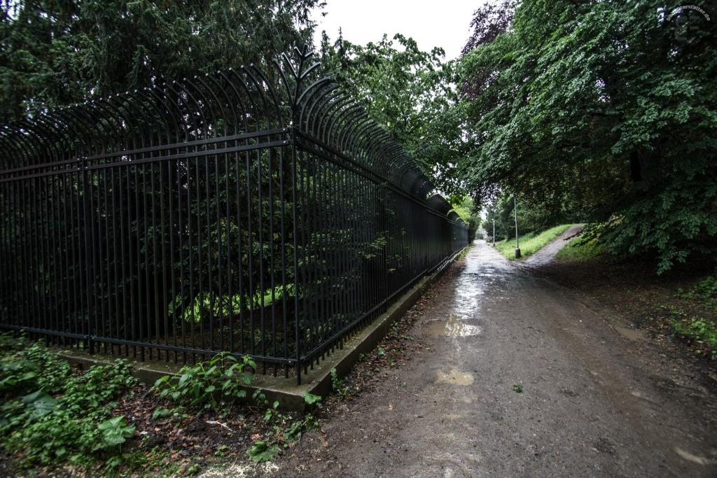 Zaun im rückwärtigen Bereich der Deutschen Botschaft in Prag