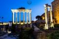 Tempio di Vespasiano e Tito zur blauen Stunde