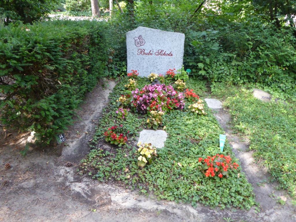 Grab von Bubi Scholz auf dem Waldfriedhof Heerstraße in Berlin