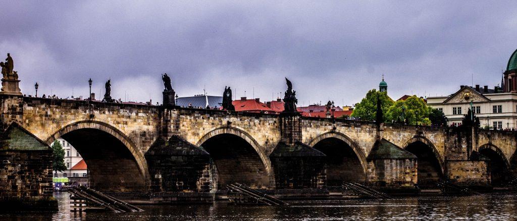 Karlsbrücke-in-Prag-2018